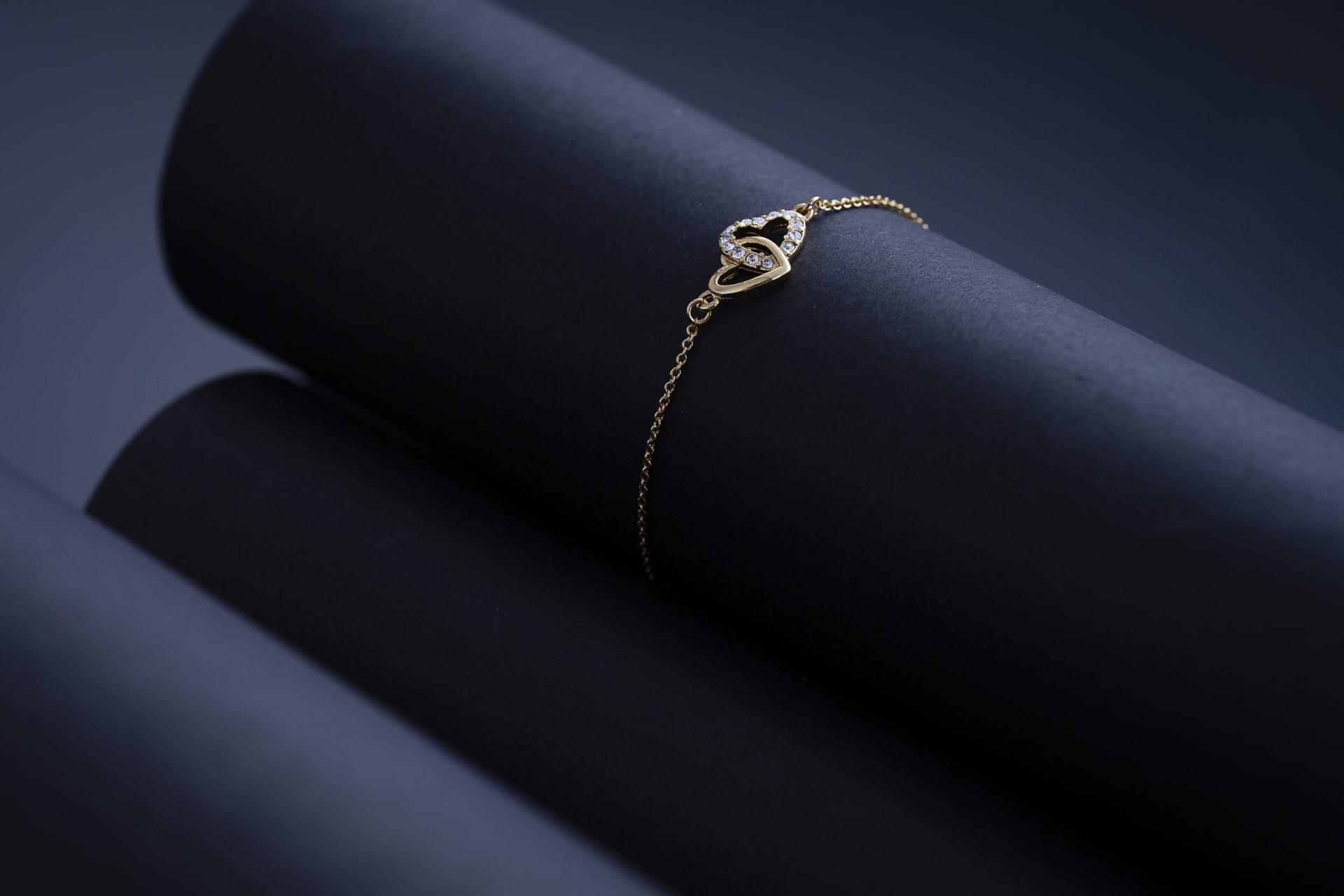 Photographe joaillerie Paris bracelet coeur