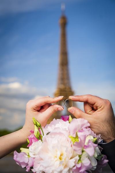 Photographe mariage Paris bague tour Eiffel